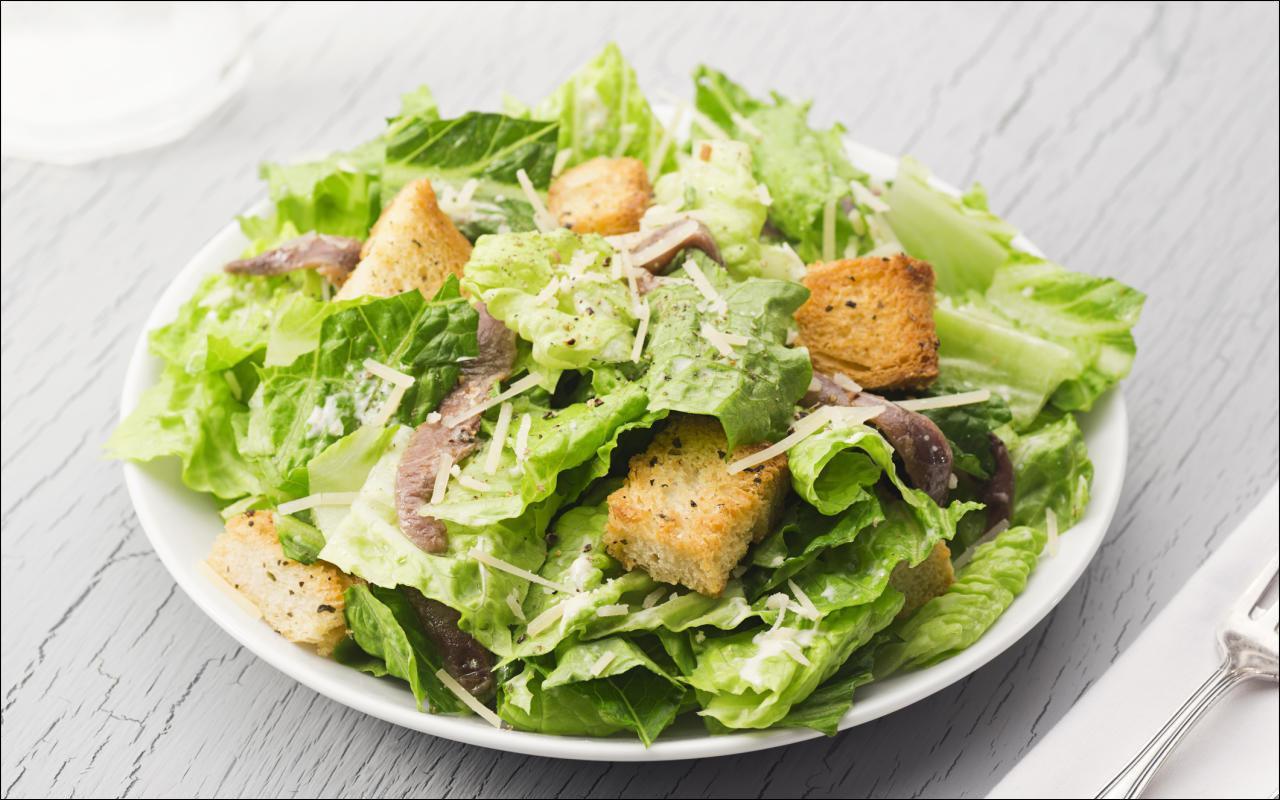 Caesars Salad mit Sardellen