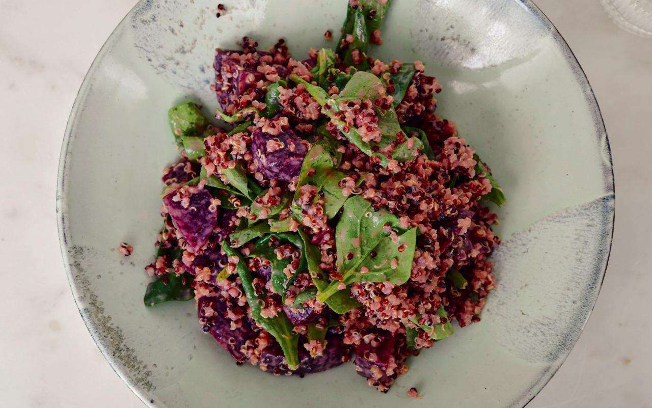 QuinoaSpinatSalat mit Roter Bete von Anna Schürrle