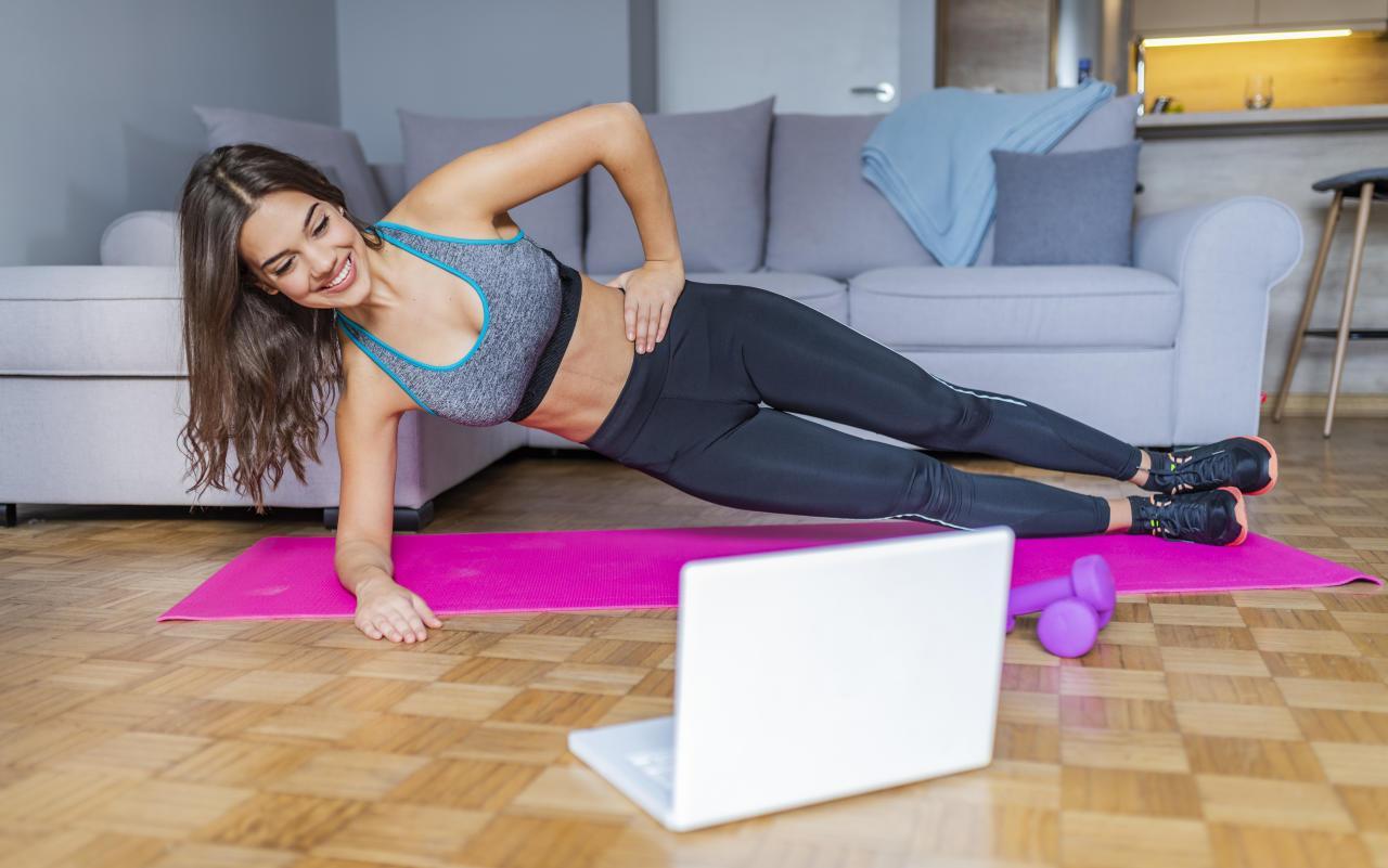 Die besten FitnessLivestreams für zu Hause